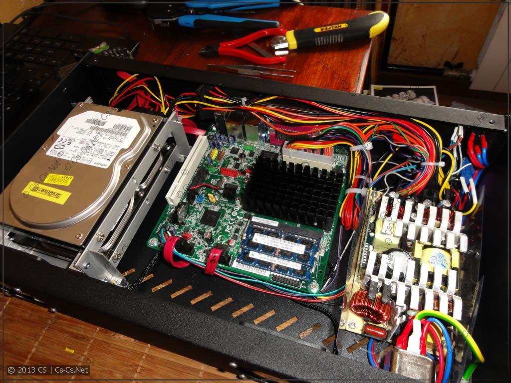 Провода в этот раз не понадобилось связывать стяжками - всё разложено по углам