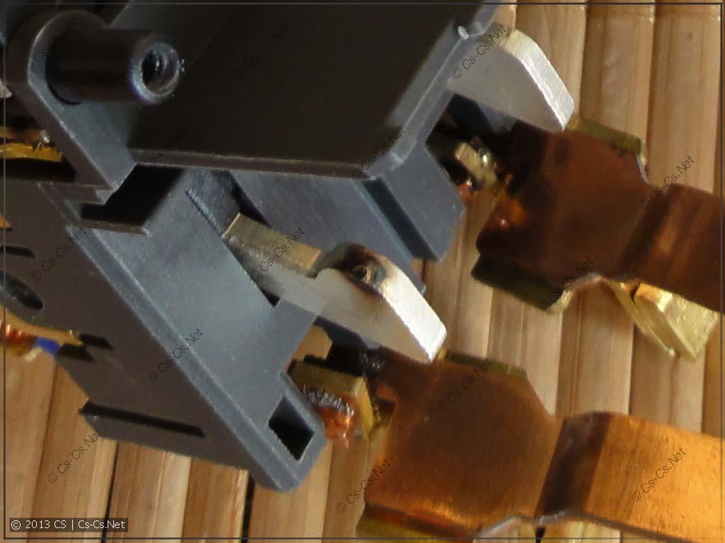 Один из главных контактов дифавтомата (поджарен при испытаниях на заводе)