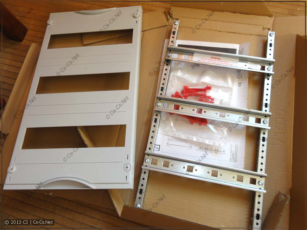 Составляющие комплекта: EDF-рама с DIN-рейками, пластрон, стойки