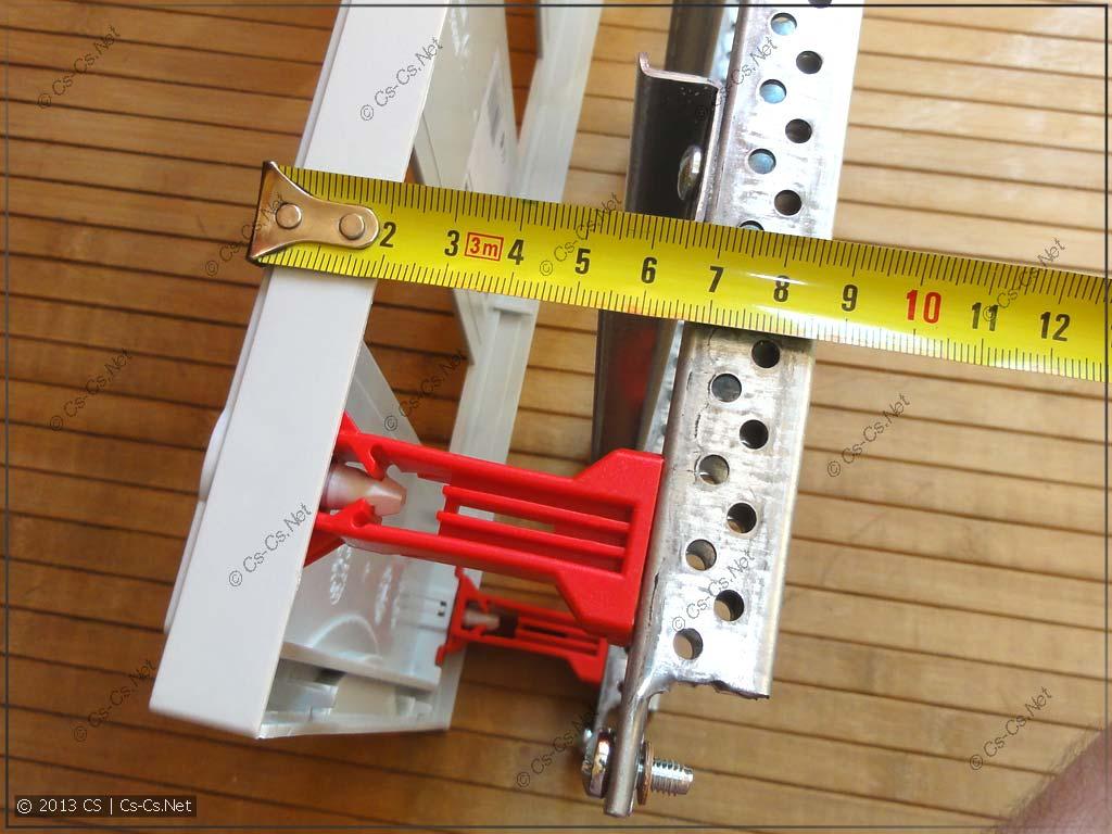 Эта панель высокая (на базе CombiLine-стоек), до 100 мм высоты
