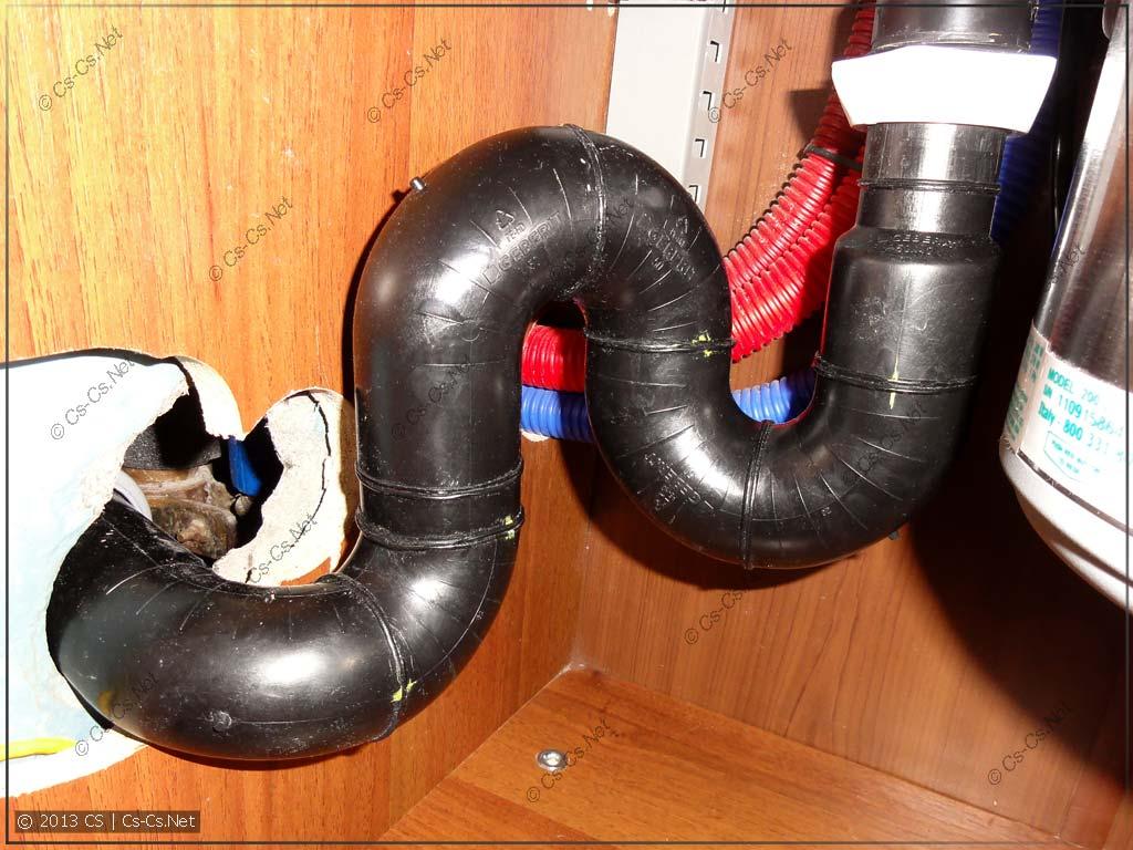 Спаянный вручную сифон из труб GEBERIT