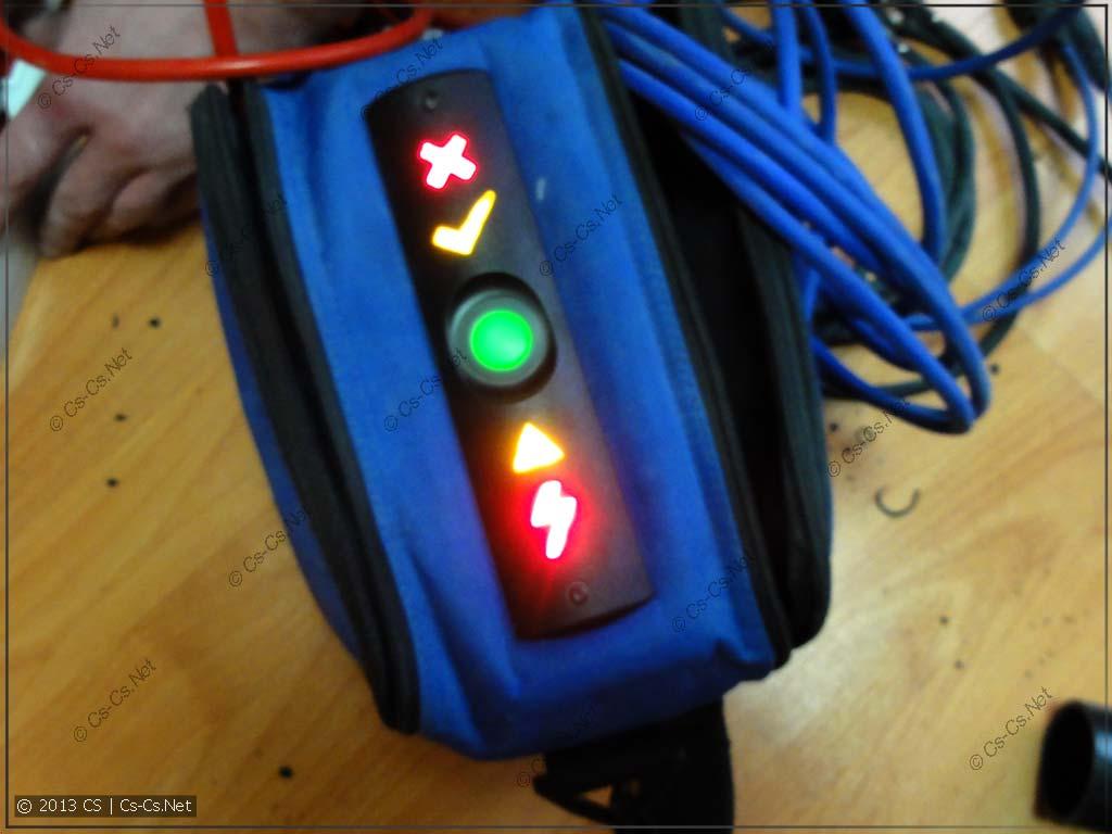 При первом включении аппарат светится красивыми индикаторами