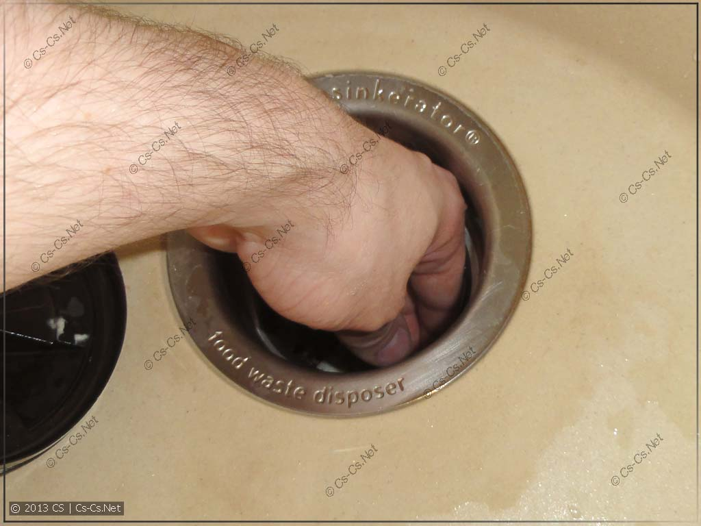 Без резинки в измельчитель легко можно засунуть руку (и её лишиться)