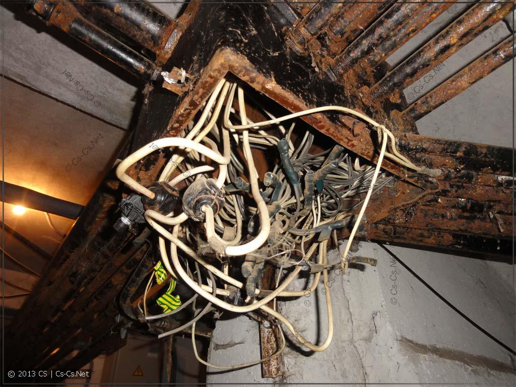 Питание этажных стояков в подвале дома