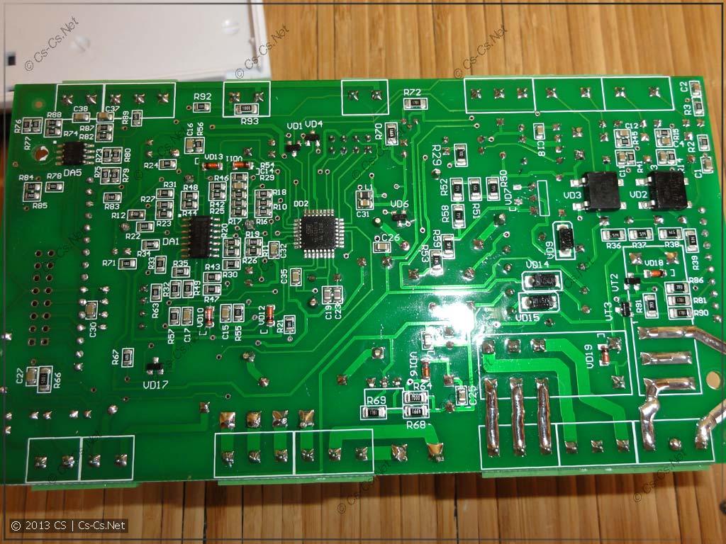 Внутренняя начинка ОМ-310 (низ платы с микроконтроллером от Atmel)