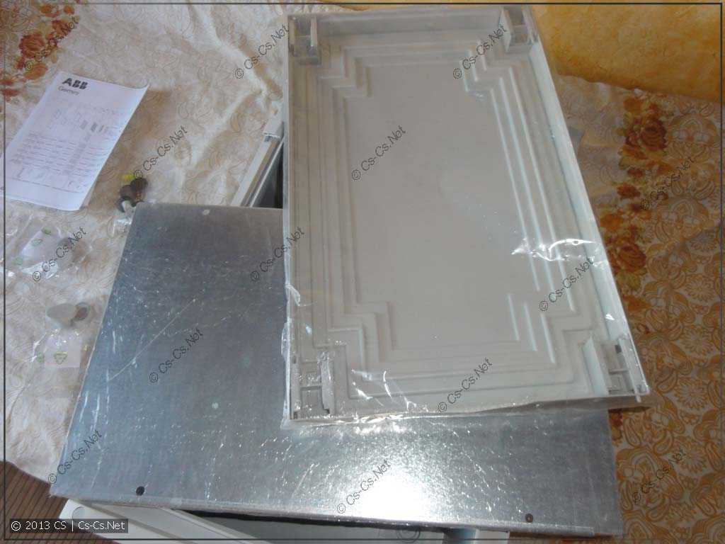 Внутренняя дверь шкафа и монтажная панель