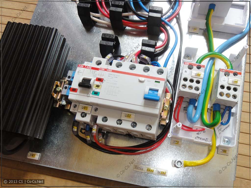 Нижняя часть: противопожаное УЗО, автомат для нагревателя