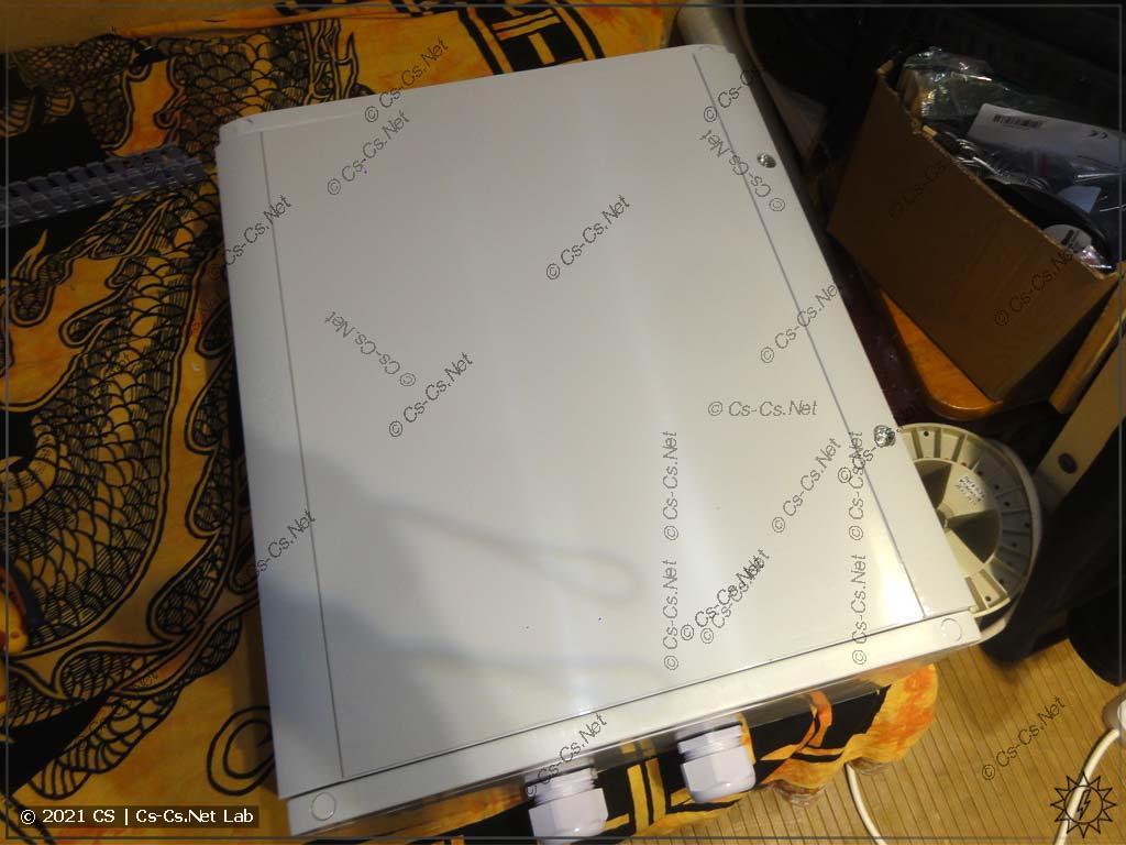 Пример шкафа ABB Gemini для монтажа GPON-WiFi роутера на улице (с подогревом)
