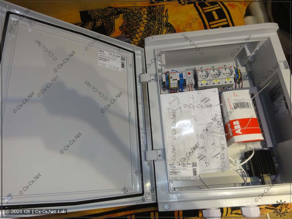 Внутренний монтаж шкафа ABB Gemini с подогревом для улицы