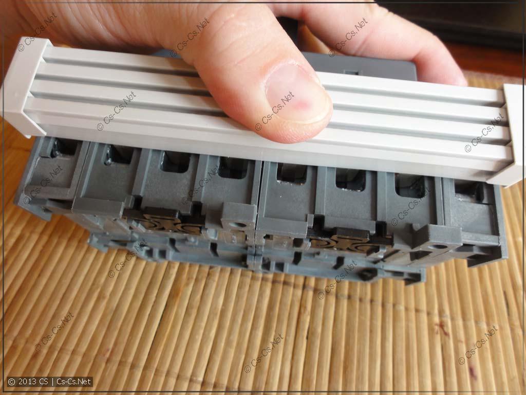 Крепление соединительной шины OZXA к рубильнику
