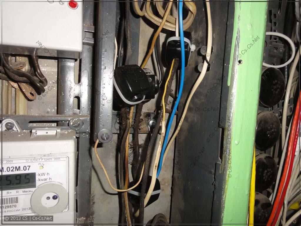 ЖЭКовские электрики перебрали страшный стояк на орехи
