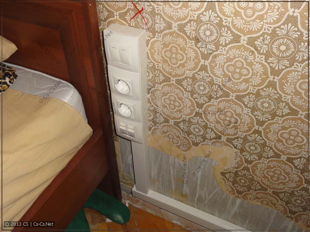 Блок розеток около кровати (заодно и проходной выключатель)