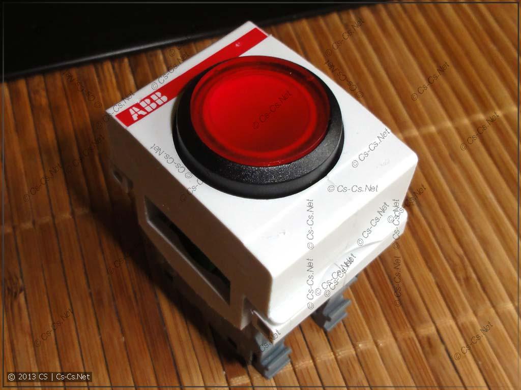 Промышленная кнопка в адаптере ABB MA1-8131 на DIN-рейку