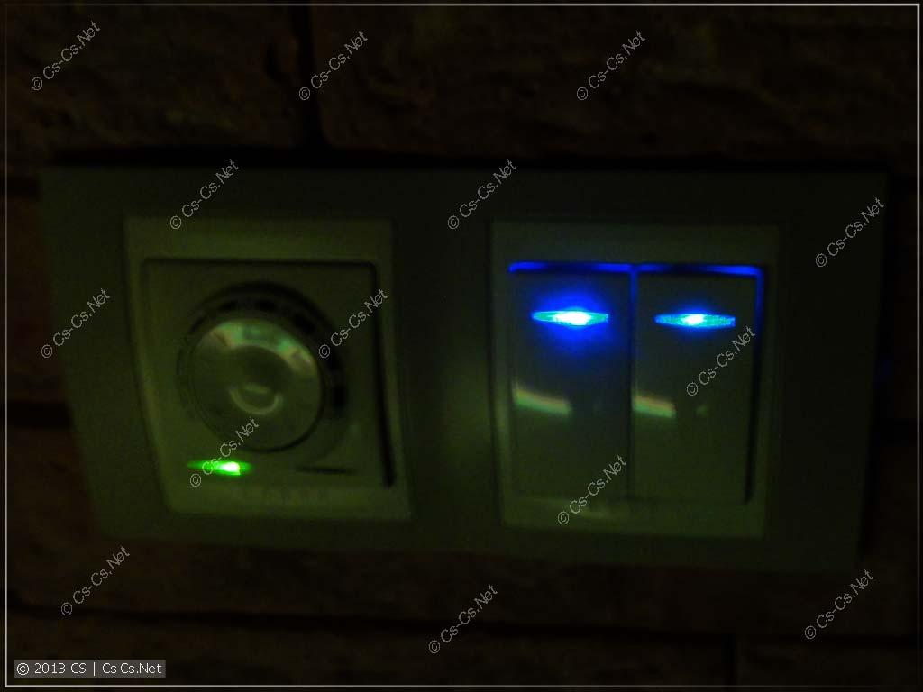 Старая и новая лампочки подсветки: видно, как светодиоды деградируют