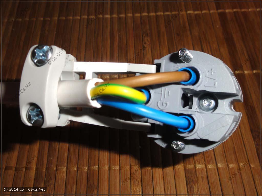 Закручиваем провода в контакты разъёма