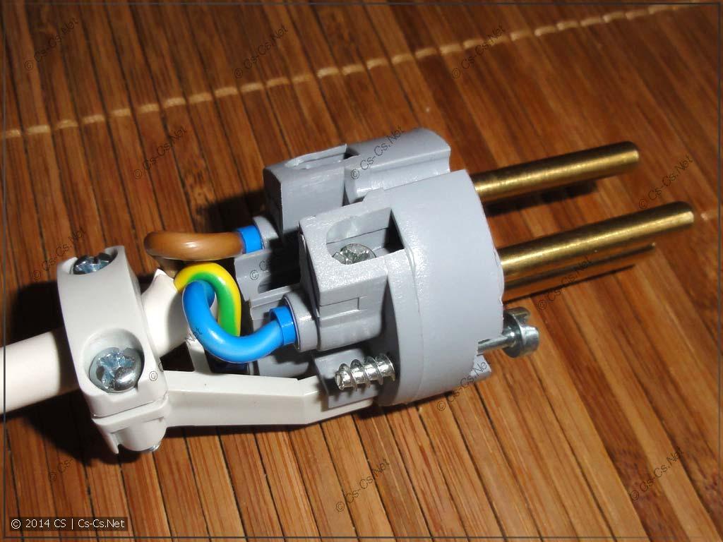 Закрепляем кабель в фиксаторе и отгибаем его на место