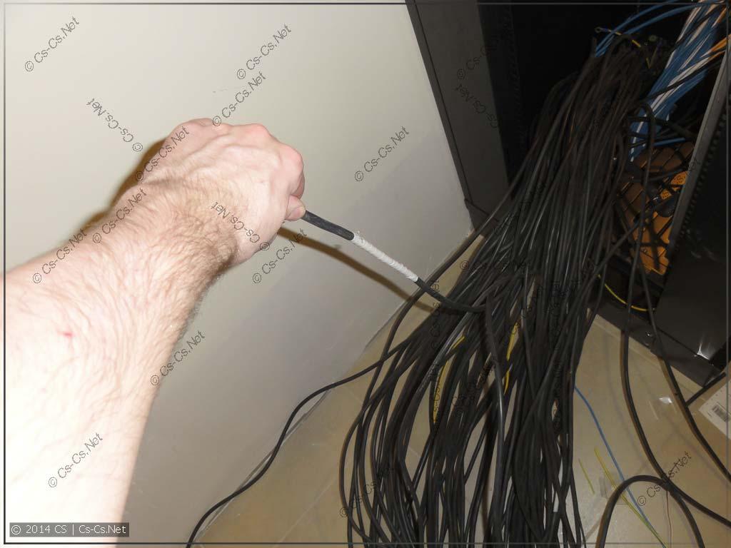 """Сколько не говори рабочим """"не экономьте кабель""""..."""