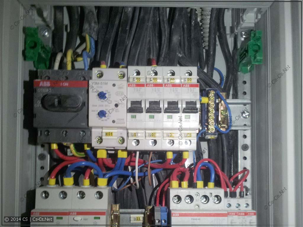Другой щиток: зачем-то напропихали все кабели под рейками