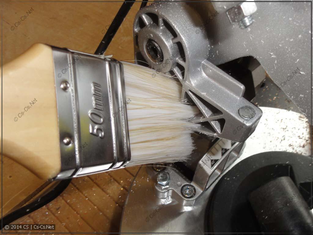 Кисточка - лучший инструмент для очистки всего!
