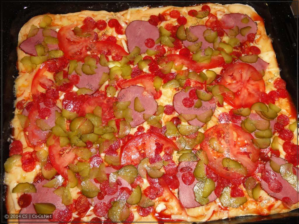 Закладываем второй слой пиццы - начинку