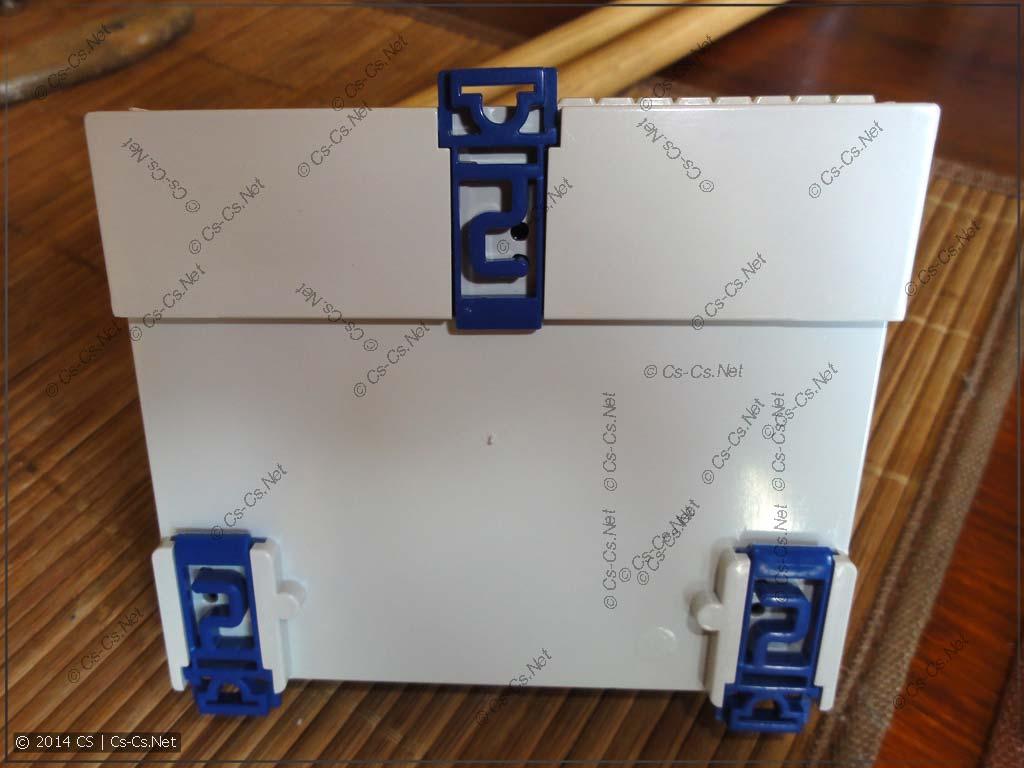 Наконец-то хоть один корпус с нормальными защёлками на DIN-рейку!