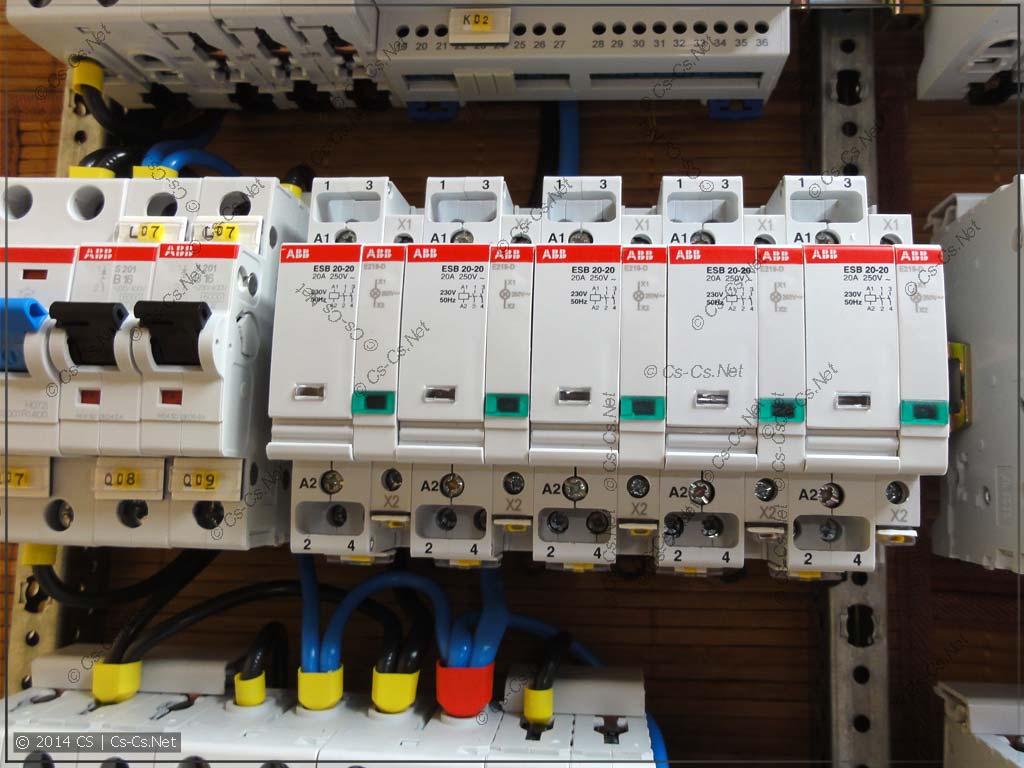 Контакторы и индикаторные лампы для управления нагрузками