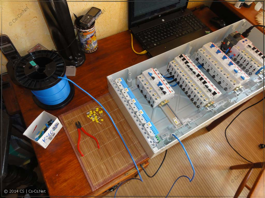 Используем синий провод - режем его для всех нулевых шинок