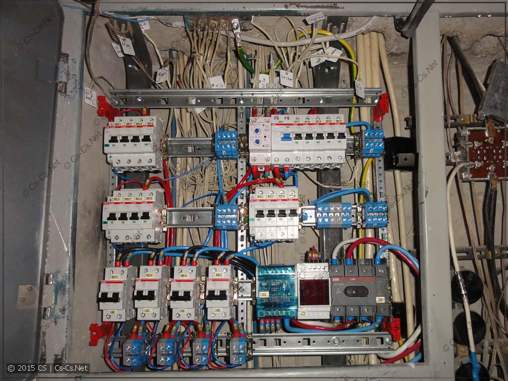 Крепим нашу EDF-панель в щиток на место