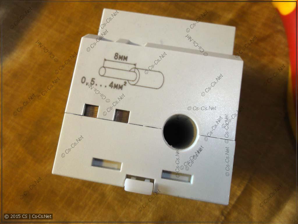 Вход силового провода для измерения тока