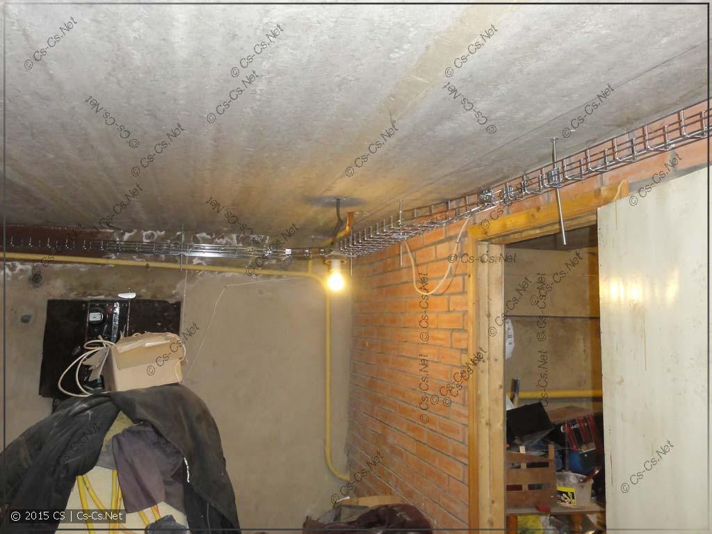 Трасса лотков по подвалу