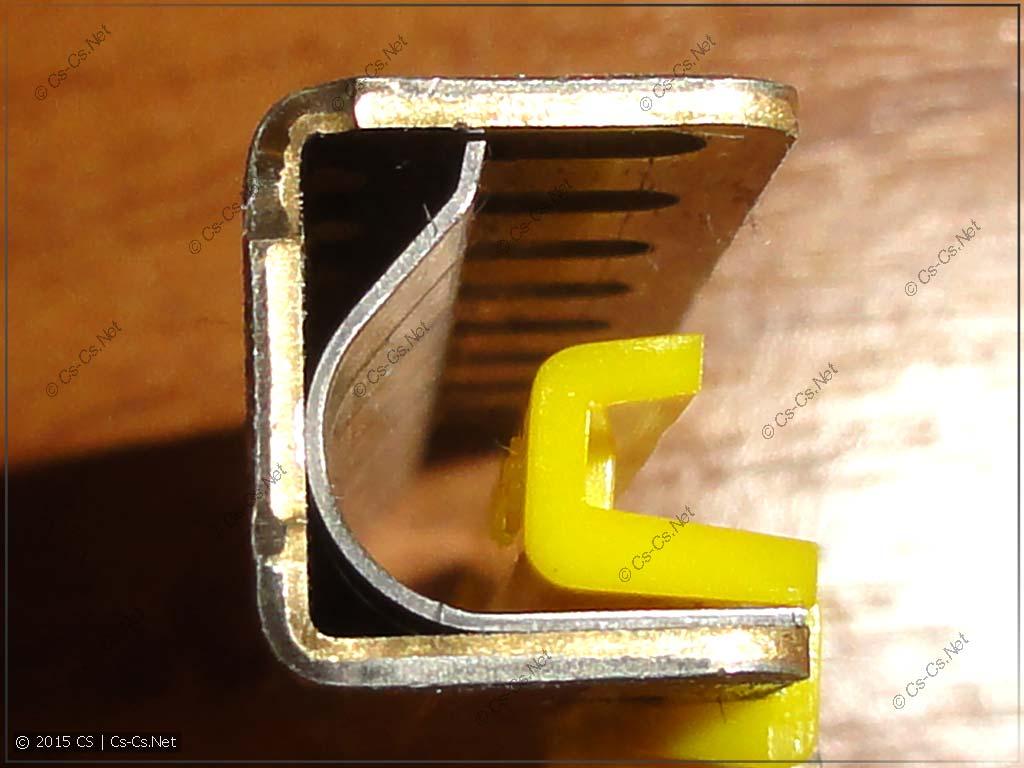 Внутренние пружины, которые прижимают и удерживают провод в шинке