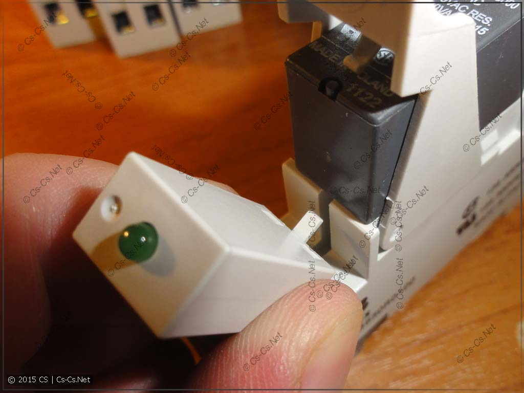 Установка модуля индикации в колодку CR-PLSx