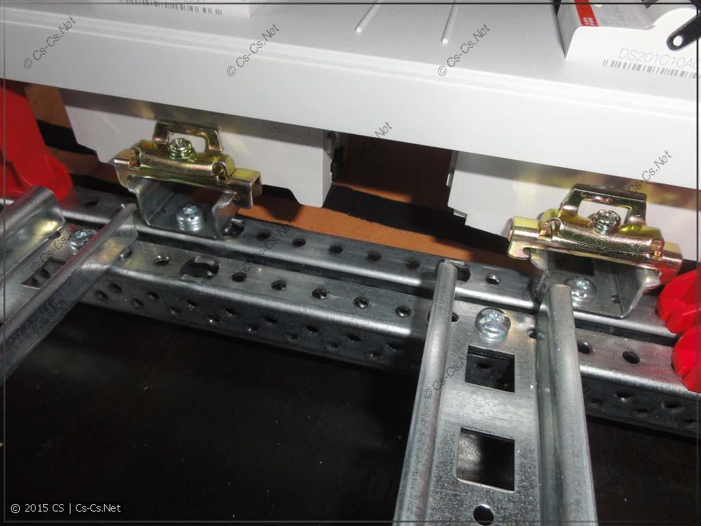 Соседние DIN-рейки при разной конфигурации рам щита