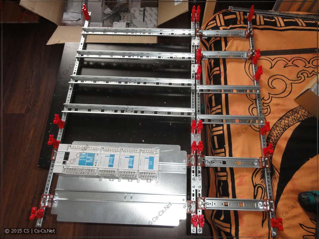 ПЛК ОВЕН 110 установлен на монтажную панель щита