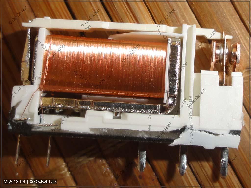 Внутренности втычного реле серии ABB CR-S и его аналогов