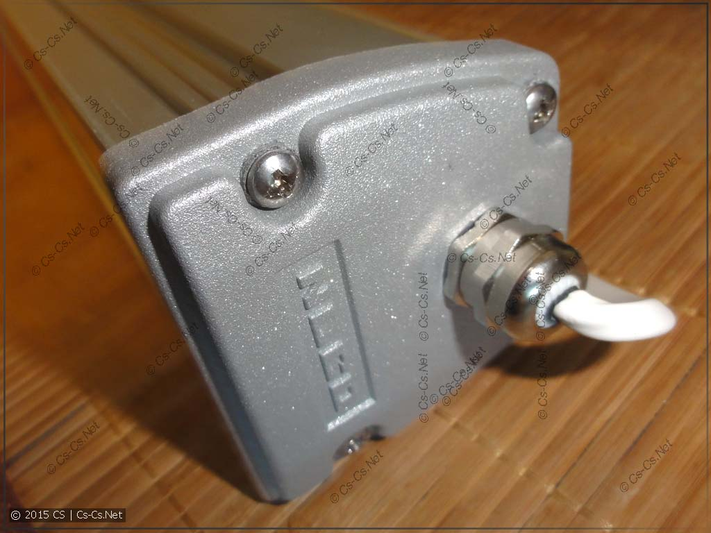 Ввод кабеля и крышка корпуса светильников серии ISK