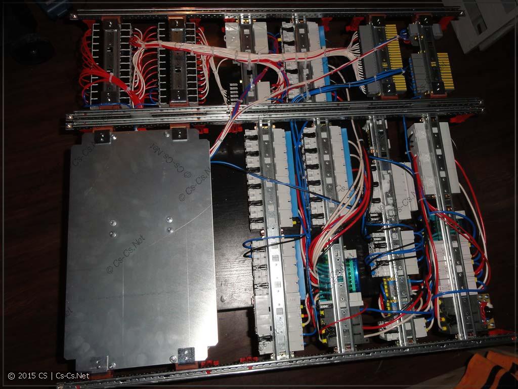 Задняя сторона щита со жгутами проводов