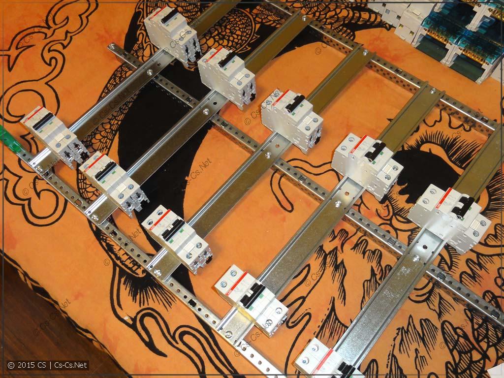 Сборка щита серии AT/U: Отмеряем края пластронов