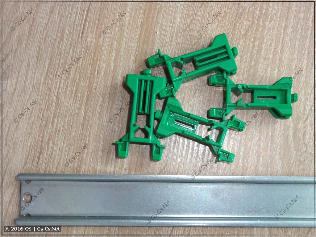 DIN-рейка толщиной 7,5 мм и низкие зелёные стойки