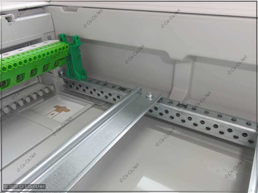 Место для проводов отходящих кабелей в щитах ABB AT