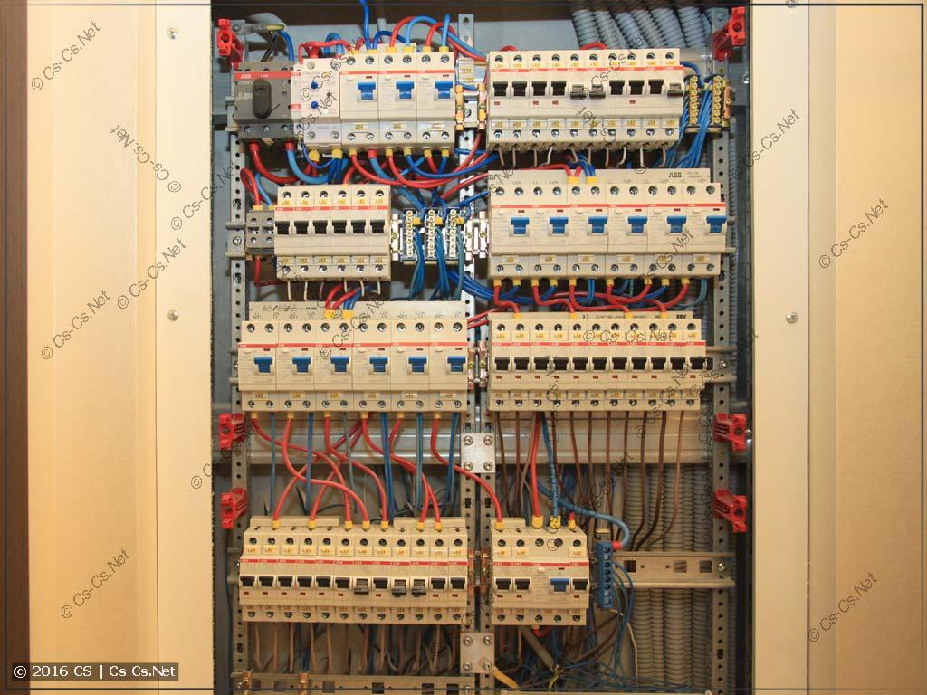Внутренняя начинка щита на базе EDF-панели в нише
