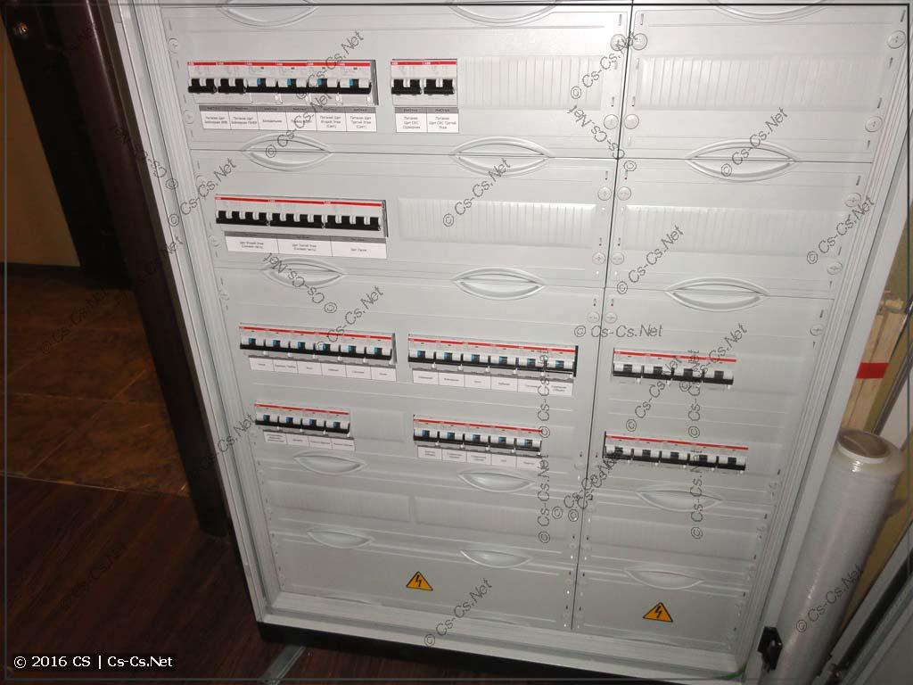 Сборка щита коттеджа: закрываем автоматы пластронами