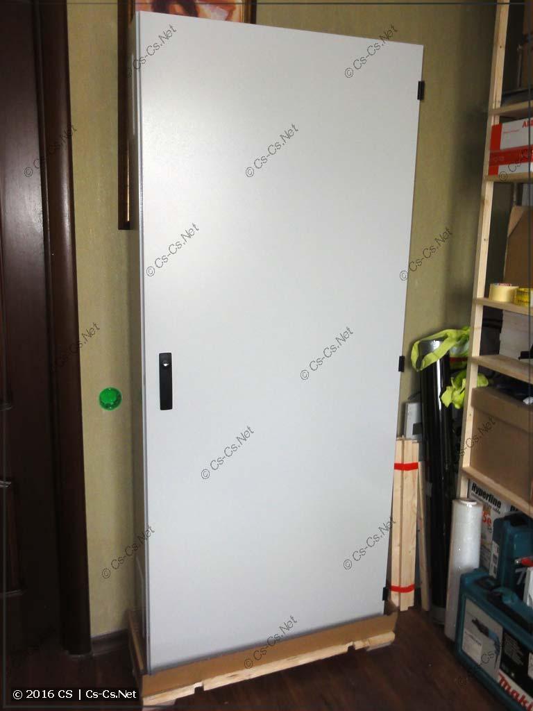 Шкаф ABB серии TwinLine в распакованном виде