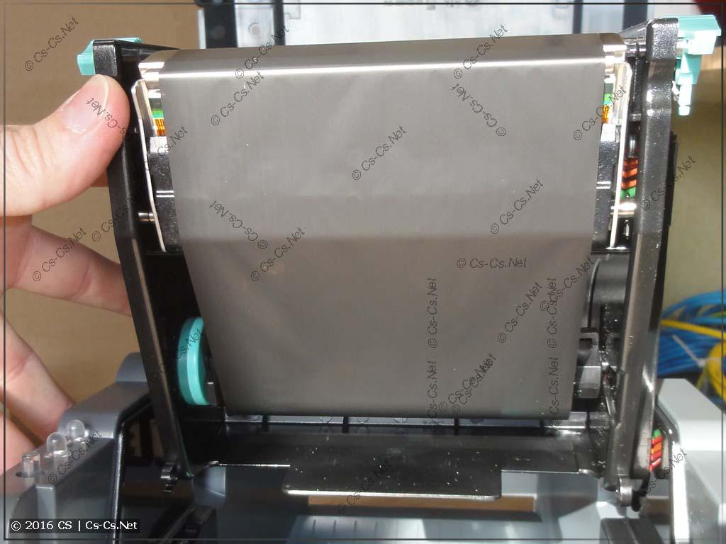 Свежий пустой риббон готов к печати
