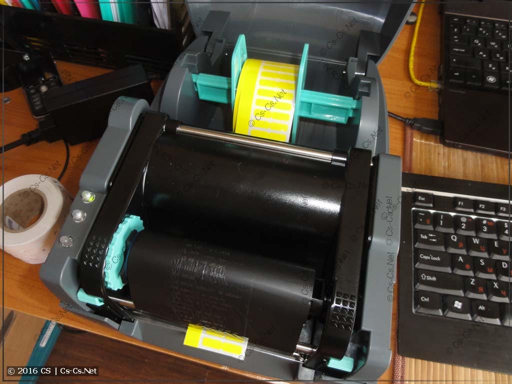 Устанавливаем рулончик WAGO для маркировки модульки