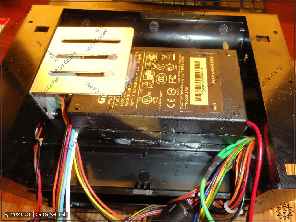 Блок питания вклеен на место под печатающим механизмом внутрь принтера G500