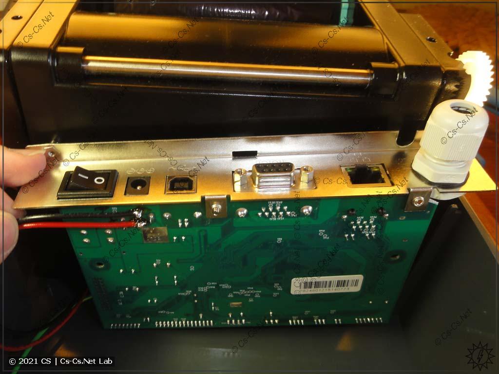 Провода от выхода блока питания подпаяны к входному разъёму платы принтера