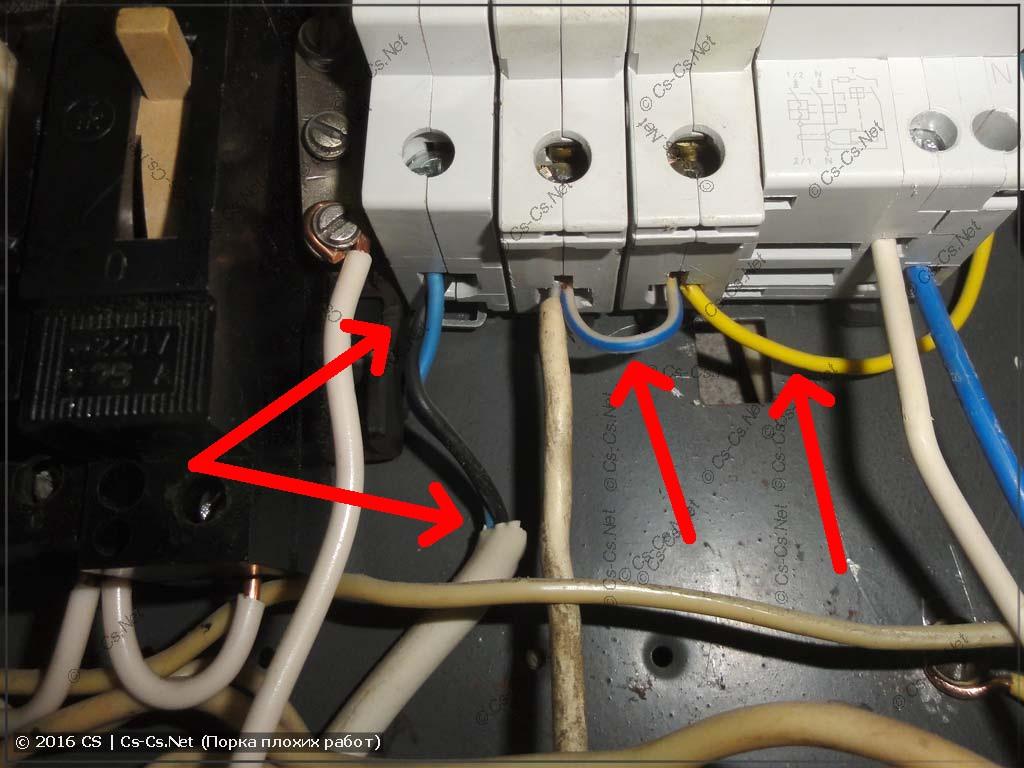 Вводная часть щита сделана из смеси автоматов и провода ПВС