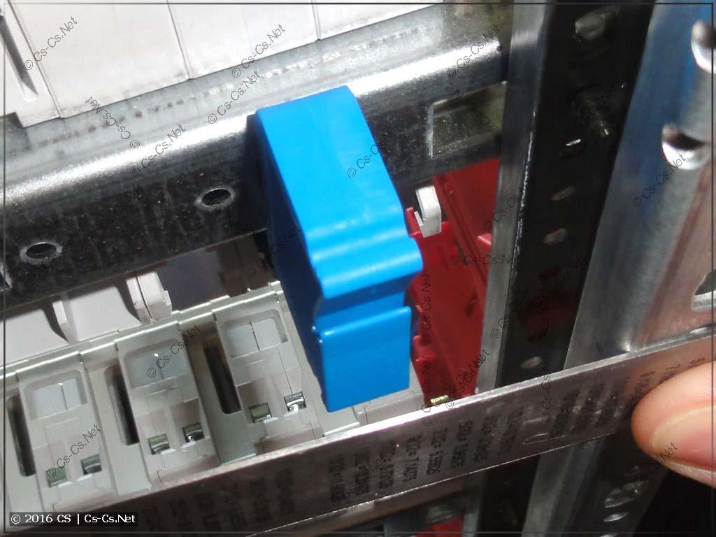 Пример рамы на базе WR-профиля с держателем проводов ED44: держатель не выходит за габариты рамы