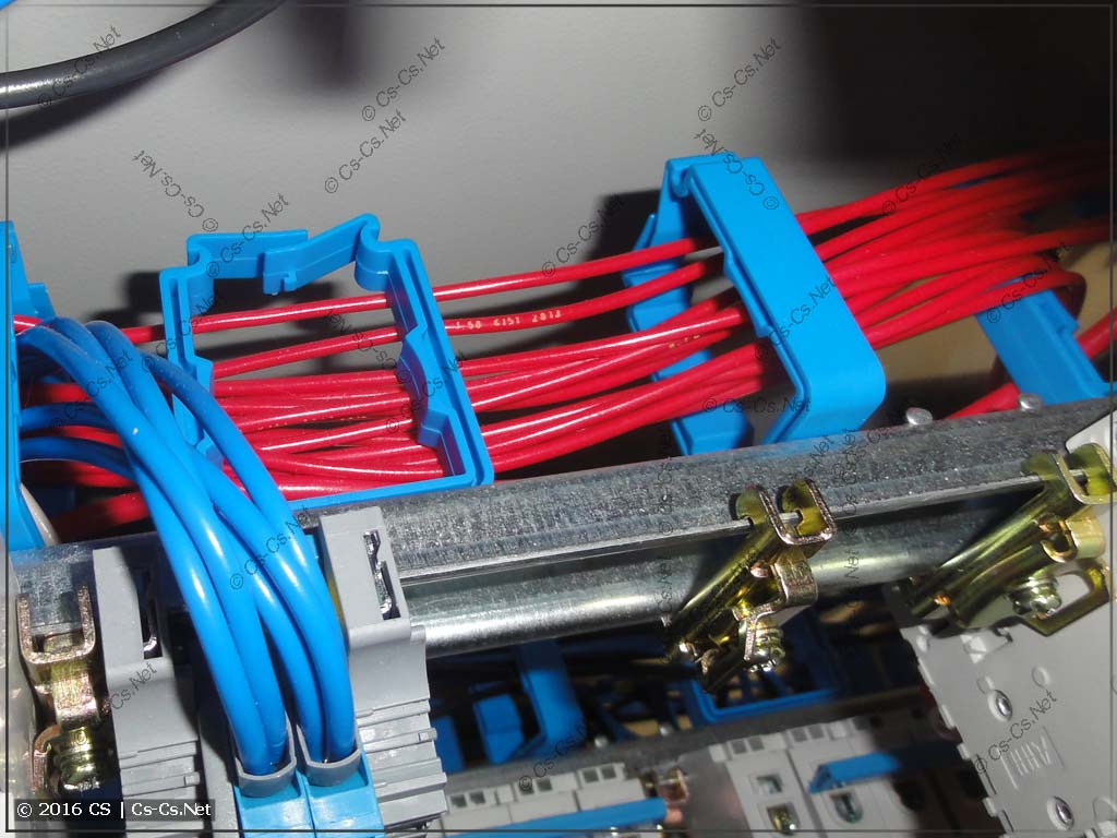 Пример укладки проводов в держателях ED45P10